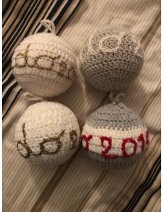 Palle di lana ricamate